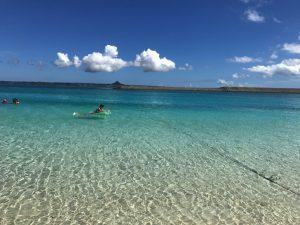 水納島で海水浴