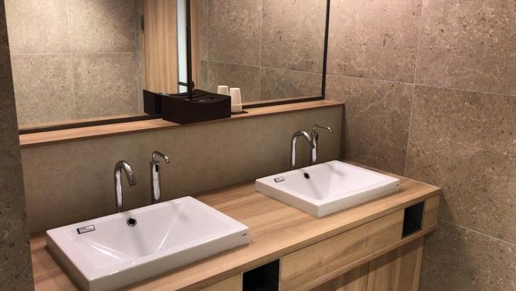 那覇空港ダイヤモンドプレミアムラウンジのトイレ