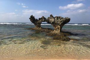 古宇利島のハートロック(ティーヌ浜)
