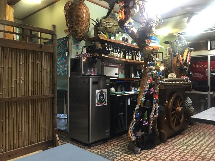焼肉明月館の店内