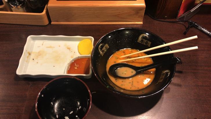 那覇松山のラーメン康竜 自分仕立てラーメンを完食