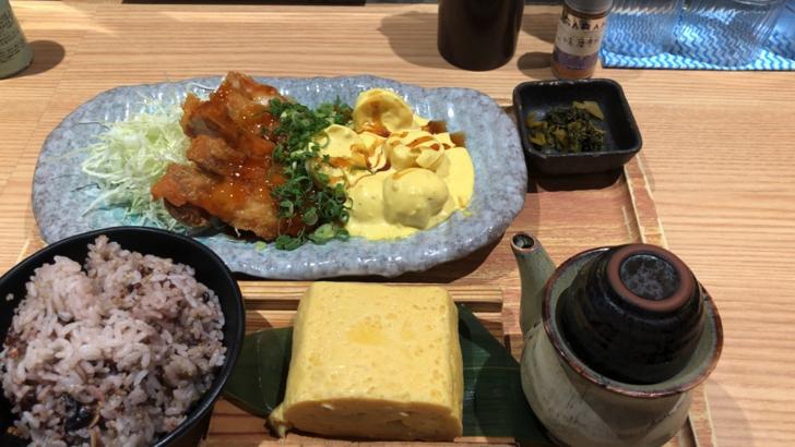 鳥と卵の専門店「鳥玉」でチキン南蛮定食